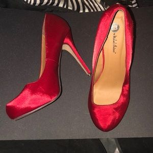 Michael Antonio Satin-like Red Pumps